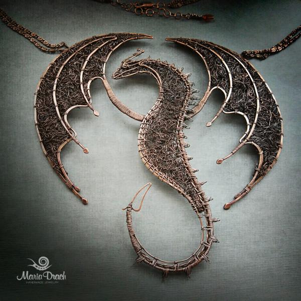 """dragon 3 600x600 - Колье """"Дракон ДрОгон"""""""